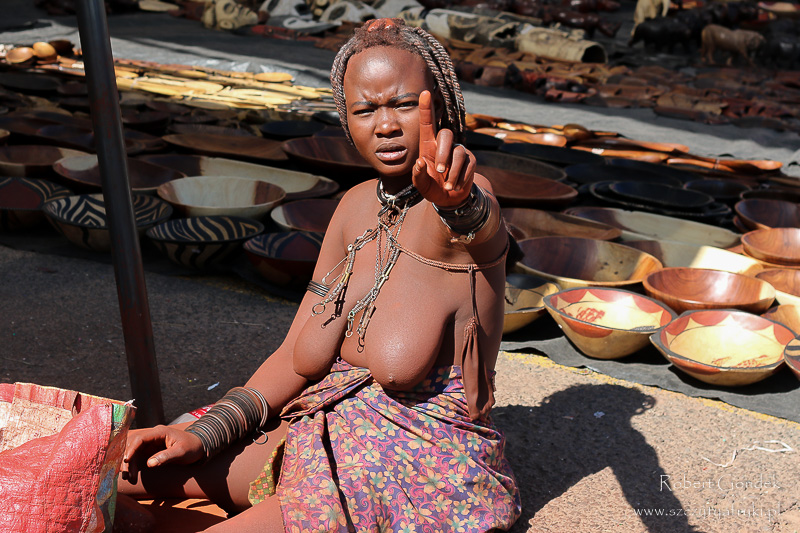 Himba na ulicach Windhoek