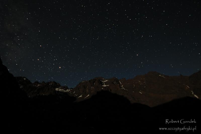 Nocne niebo w góach Atlas