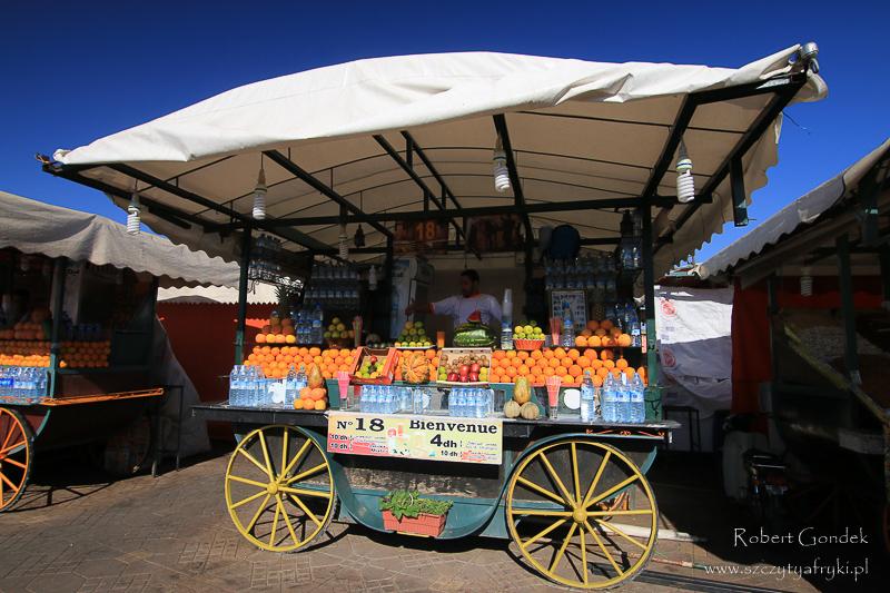 Maroko - Stragany z sokiem pomarańczowym w Marrakeszu