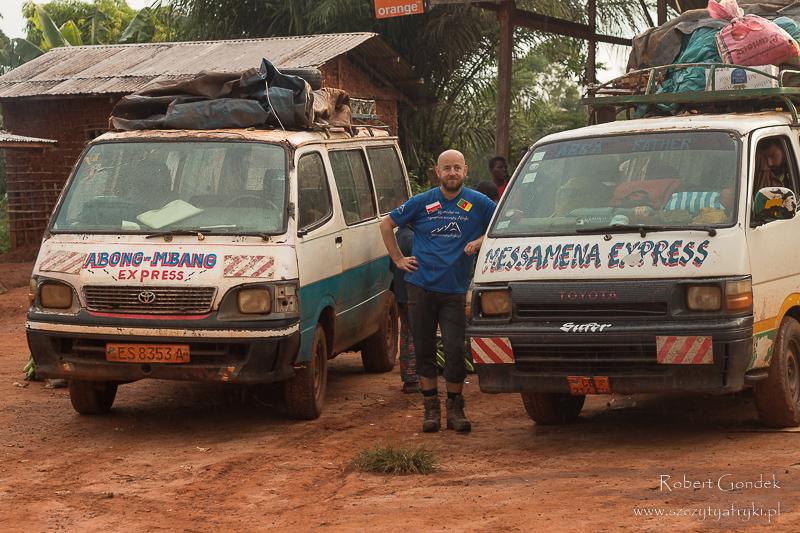 Minibusy odjeżdżające z Somalomo