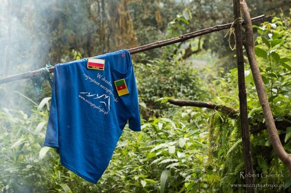 Suszenie przepoconych ciuchów w dżungli