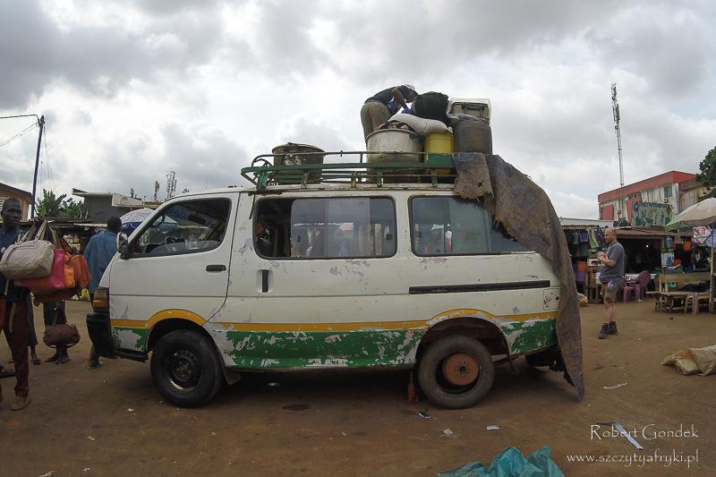 Minibus – najpopularniejszy w Kamerunie środek transportu międzymiastowego
