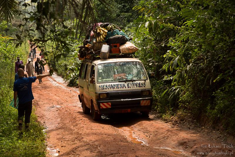 W podróży z Somalomo do Jaunde – fragment drogi, który trzeba pokonać pieszo