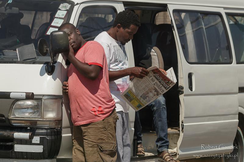 W oczekiwaniu na dworcu w Mutare